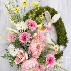 Learn to make your own elegant wreaths for your front door or shop! Tool Wreath, Easter Wreaths, Spring Wreaths, Summer Flowers, How To Make Wreaths, Grape Vines, Christmas Holidays, Diys, Floral Design
