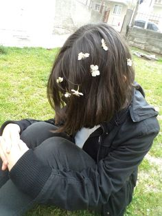 Imagem de flowers, garden, and girl