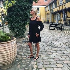 Beautyful Odense 💕. Here in Lottrups Gaard on my way to #crosseyes 🌟 to get a better look 👀😎😂. Get the article link in bio about that one 💋_______________________________________  #love2live #lifestyle #denmark #scandinavianstyle #chic  #mitodense #odensebloggers #aarhus #københavn  #odense #beautiful  #fashion #fashionlook #nailfashion #shootwithlove #lifestylephotography #livsstilsblog #details #fashionstyle  #fashionist  #domoreofwhatmakesyouhappy  #travel #explorer #blondehair…