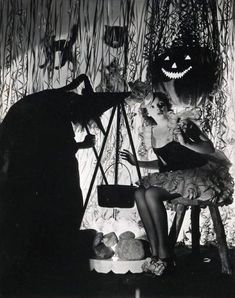 """Judy Garland Halloween photo... """"I just love the theater... Don't you Mickey Rooney?..."""" Lol"""