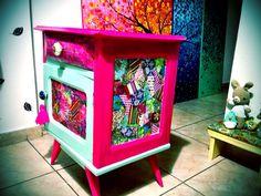 Mesa de luz reciclada Funky Furniture, Painted Furniture, Night Table, Furnitures, Girls Bedroom, Ideas Para, Boho Chic, Decoupage, Planter Pots