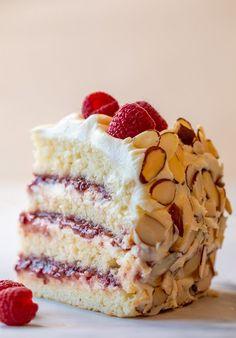 Sweet Recipes, Cake Recipes, Dessert Recipes, Raspberry Filling, Almond Cakes, Let Them Eat Cake, Cupcake Cakes, Cupcakes, Sweet Treats