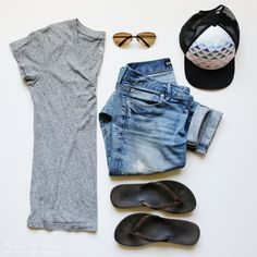 8 favorite outfits for summer - jeans, gray tee, hat + flip flops / jones design company