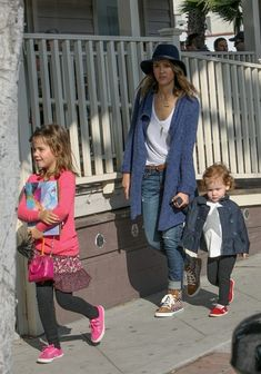 Jessica Alba - Jessica Alba Hangs with Her Girls