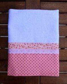 Ateliê da Russa Pano de prato branco com barrado de tecido rosa com poá Tamanho…