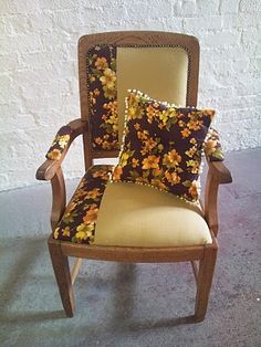 Oh Melrose Chair Using Vintage Fabric This Can Go In The If You Want