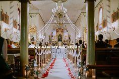 Biały dywan, ślubna alejka, kwiaty w kościele, lampiony i świece, płatki róż. Chandelier, Ceiling Lights, Table Decorations, Home Decor, Candelabra, Decoration Home, Room Decor, Ceiling Lamps, Chandeliers