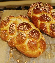 Always Perfect No-Egg Challah: basic white flour challah dough    16-17 cups freshly sifted white flour (I use 2 kilos)  4 3/5- 5 cups warm water  1 1/3 - 1 1/2 cups sugar (I use 1 cup sugar and it is plenty sweet!)  75 grams fresh yeast or 3 T dry yeast granules  1 cup canola oil  1 T salt