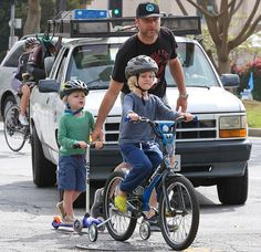 Liev Schreiber took his boys Alexander and Samuel on their little bicycles for a spin in Santa Monica, California