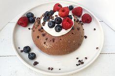 Budino di avena vegan senza lattosio al cacao, amaretto e cannella per una colazione buona, sana e nutriente. Cosa aspetti? Provaci anche tu..
