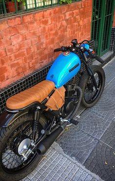 Classic Car Insurance – Information And Tips – Best Worst Car Insurance Brat Bike, Motorcycle Seats, Cafe Racer Motorcycle, Motorcycle Style, Suzuki Cafe Racer, Cafe Racer Build, Cafe Racer Bikes, Honda 125, Cbx 250