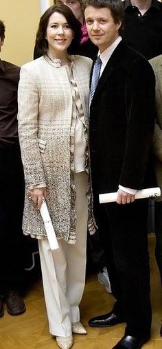 27 February 2007 - Recieves a Gift from Realdania at Amalienborg Palace in Copenhagen