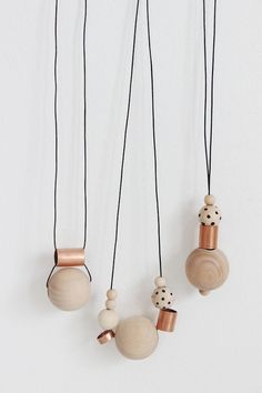 DIY Wood + Copper Necklaces (see kate sew) - DIY Jewelry Vintage Ideen Ceramic Jewelry, Wooden Jewelry, Polymer Clay Jewelry, Wooden Beads, Beaded Jewelry, Handmade Jewelry, Diy Wood Jewellery, Zipper Jewelry, Silver Jewellery