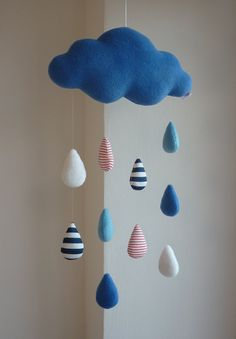 Baby Diy Mobile Simple New Ideas Baby Decor, Nursery Decor, Felt Crafts, Diy And Crafts, New Baby Crafts, Felt Mobile, Cloud Mobile, Mobile Craft, Diy Bebe