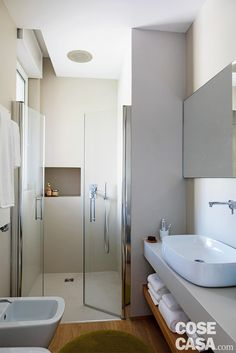 56 simple and beautiful bathroom decorating ideas 2020 45 Bathroom Design Layout, Bathroom Interior Design, Modern Interior, Bathroom Accents, Beautiful Bathrooms, Home Decor Kitchen, Home Decor Styles, Home Renovation, Small Bathroom