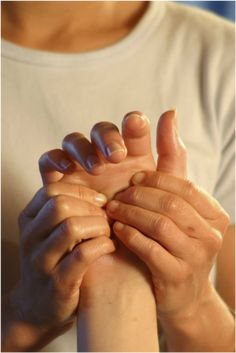 A Hydrating Hand Treatment is an excellent upgrade to any massage! Hydrating Hand Treatment offers an amazingly relaxing hand massage with the most hydrating, soothing, aromatic salves formulated specifically for dry hard worked hands. Massage Images, Reflexology Massage, Reflexology Points, Hand Massage, Massage Benefits, Massage Techniques, Acupressure, Massage Therapy, Wellness