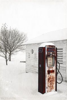 Vintage #Gas #Pump in Snow