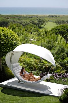 Hammock self-suppporting WAVE by Erik Nyberg & Gustav Ström Royal Botania Pool Furniture, Furniture Decor, Outdoor Furniture, Outdoor Decor, Backyard Patio, Backyard Landscaping, Free Standing Hammock, Royal Botania, Online Architecture