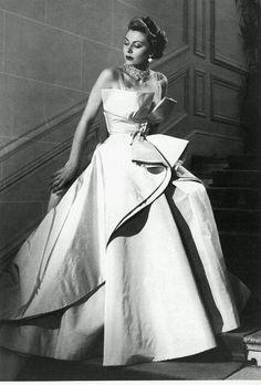 Christian #Dior, 1948 or 1949. Envol...?