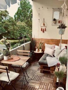 28 Elite Balcony Couch Design Ideas with Pallets for Wellbeing .- 28 Elite Balcony Couch Design-Ideen mit Paletten zum Wohlfühlen … – Apartme… 28 Elite Balcony Couch design ideas with palettes to relax … – Apartment balconies – - Apartment Balcony Decorating, Apartment Balconies, Cool Apartments, Apartment Deck, Apartment Balcony Garden, Bedroom Balcony, Balcony House, Porch And Balcony, Apartments Decorating