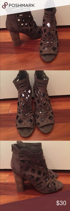 NEVER WORN HEELS PERFECT CONDITION. SIZE 6 Shoes Heels