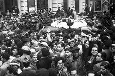 Spain - 1936. - GC - imagen del multitudinario entierro de Buenaventura Durruti en las calles de Barcelona en Noviembre de 1936