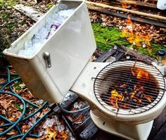 10 Creative Recycling DIY Grill, Bbq and Fire Pit Projects: You can make a DIY grill or fire pit from almost any object! A tire rim, Horseshoes, Machine drum, car parts. Take some inspiration here! Redneck Humor, Funny Humor, Grill Diy, Grill Party, Camping Grill, Camping Stove, Bbq Party, Barbecue Grill, Barbecue Original