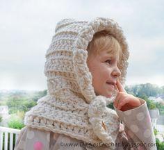 Hooded scarf cowl warmer nackwarmer White Boy by daisiescrochet