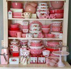 My Vintage Valentine's Display Pyrex Vintage, Vintage Kitchenware, Vintage Dishes, Vintage Glassware, Antique Dishes, Pyrex Display, Plywood Furniture, Red Kitchen, Kitchen Decor