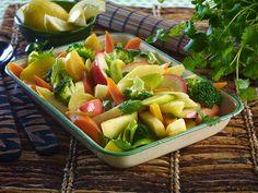 Grønnsaker som bakes i ovn er en spennende vri på middagsgrønnsakene. Smak til med spisskummin, karri, chili og koriander, og du får en asiatisk vri på grønnsake...