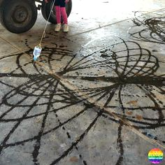 BIG Art - 30+ ideas for different BIG art projects for children to try at home or at school   you clever monkey