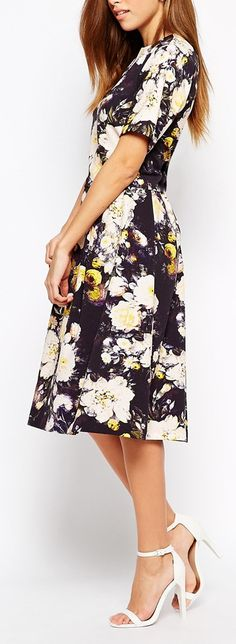 floral dress closet ideas women fashion outfit clothing style apparel such a pretty print and color.love the length! Modest Dresses, Modest Outfits, Modest Fashion, Pretty Dresses, Beautiful Dresses, Fashion Dresses, Cute Outfits, Style Fashion, Modest Clothing