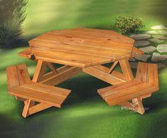 Alliant beauté et robustesse, cette table de pique-nique en bois peut accueillir confortablement jusqu'à huit personnes.