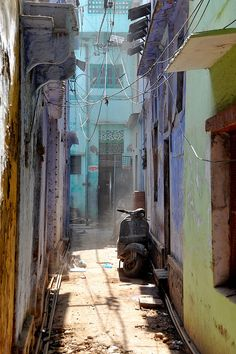 scooter in a dusty varanasi alley, India Watercolor Architecture, Watercolor Landscape, City Landscape, Fantasy Landscape, Street Photography, Landscape Photography, India Street, Old Mansions, Vintage India