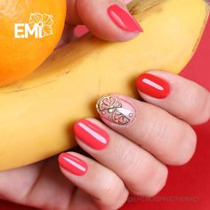 Короткие красные ноготки и сочные дольки апельсина - этот #EmiManicure заряжает энергией на все 100 % ... Найти салон, в котором сделают…