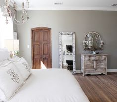 Beautiful eclectic farmhouse designed by Magnolia Homes located in Texas, United States. Photography by Molly Winn Visit Magnolia Homes Farmhouse Style Bedrooms, Farmhouse Design, Magnolia Homes, Magnolia Farms, Modern Country, Fixer Upper Dekoration, Casas Magnolia, Style Joanna Gaines, Home Bedroom