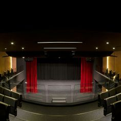 Sainte Pulchérie Lisesi, Tiyatro Salonu Sahne Pulchérie'yi, Türk Tiyatrosu'nun farklı örneklerini Fransızca altyazı desteğiyle Türk ve Fransız izleyicilerine açıyor.