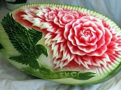 Fruit And Vegetable Carving Classes - Bing Images Watermelon Art, Watermelon Carving, Carved Watermelon, Memorial Day Celebrations, Food Sculpture, Fruit And Vegetable Carving, Food Carving, Beautiful Fruits, Food Decoration