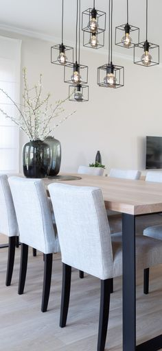 Dinning Room Table Decor, Modern Dining Table, Dining Room Design, Living Room Decor, Flat Interior Design, Beautiful Kitchen Designs, Dining Room Inspiration, Home And Living, Decoration