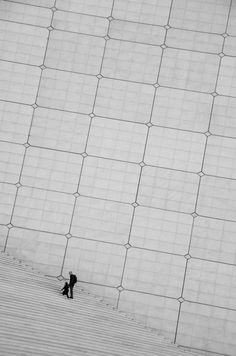 La Grande Arche in Paris. Designed by Johann Otto von Spreckelsen. Completed in (Photo by Maya Angelsen. Architecture Details, Modern Architecture, Installation Architecture, Minimalist Architecture, Street Photography, Art Photography, Inspiring Photography, Suppose Design Office, Built Environment