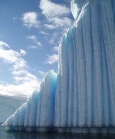 Vertical horizon ice berg.