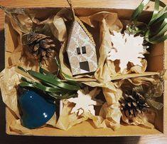 """0 aprecieri, 0 comentarii - @corina.marina.ceramics pe Instagram: """"🎁 Cutia asortată conține 12 ornamente de Crăciun 🎄: 1 clopoțel 🔔 , 2 conuri cu fundiță 🎀, 1 căsuță…"""" Ceramics, Christmas Ornaments, Holiday Decor, Instagram, Home Decor, Ceramica, Pottery, Decoration Home, Room Decor"""