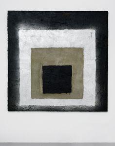 'Dark Afterburner', 2012 Spraypaint, tarblack and cement, 170 x 170 cm Foto: Gert Jan van Rooij