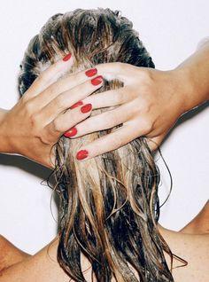 Même si vous avez votre routine capillaire, vous n'êtes pas contre un miracle supplémentaire. L'outil ? Le lait de coco dont nous vous présentons ses 9 meilleures utilisations pour vos cheveux.