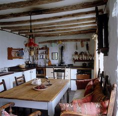 Country Rustic Dining Room Table Inspirations - Home Decor Ideas Cottage Kitchens, Home Kitchens, Country Kitchens, Modern Kitchens, Black Kitchens, Küchen Design, House Design, Interior Design, Interior Modern