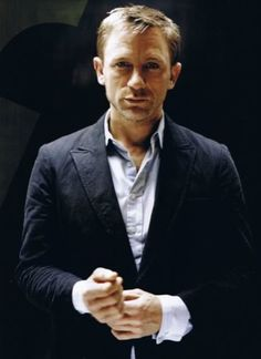 Daniel Craig is the sixth and latest actor who is portraying the fictional character of Ian Fleming's James Bond. The famous British star certainly took [. Rachel Weisz, Daniel Craig Style, Daniel Craig 007, Craig James, Looks Cool, Looks Style, Men's Style, James Bond, Gorgeous Men