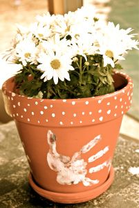 DIY - FATHER'S DAY FLOWER POT - Wonderful idea for father/grandfather/special someone gift.  It's a special and yet one of a kind type of gift!