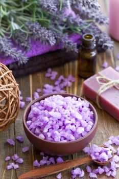 This is a guide about lavender bath recipes. Lavender is known for its soothing qualities making it a natural herb to use in homemade bath products. Bath Recipes, Soap Recipes, Bath Fizzies, Bath Salts, Beauty Care, Diy Beauty, Foot Soak Recipe, Bath And Shower Products, Lotion