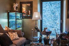 Visiting interior designer Carlo Rampazzi in his atelier #Selvaggio #design #interiordesign #CarloRampazzi Designer, Vanity, Interior Design, Mirror, Furniture, Home Decor, Atelier, Interior Designing, Dressing Tables