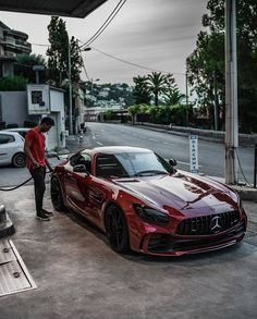 Mercedes AMG GTR fuelling 👌🏻 Check out for more great daily high-quality luxury and exotic car posts🔥 Write your thoughts in comment below💭 . Mercedes Benz Amg, Mercedes G Wagon, Ferrari, Mercedez Benz, Classic Car Show, Best Luxury Cars, Top Cars, Honda Civic, Amazing Cars